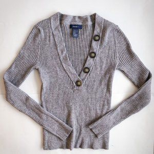 Grey plunge neck long sleeve with shell buttons A2